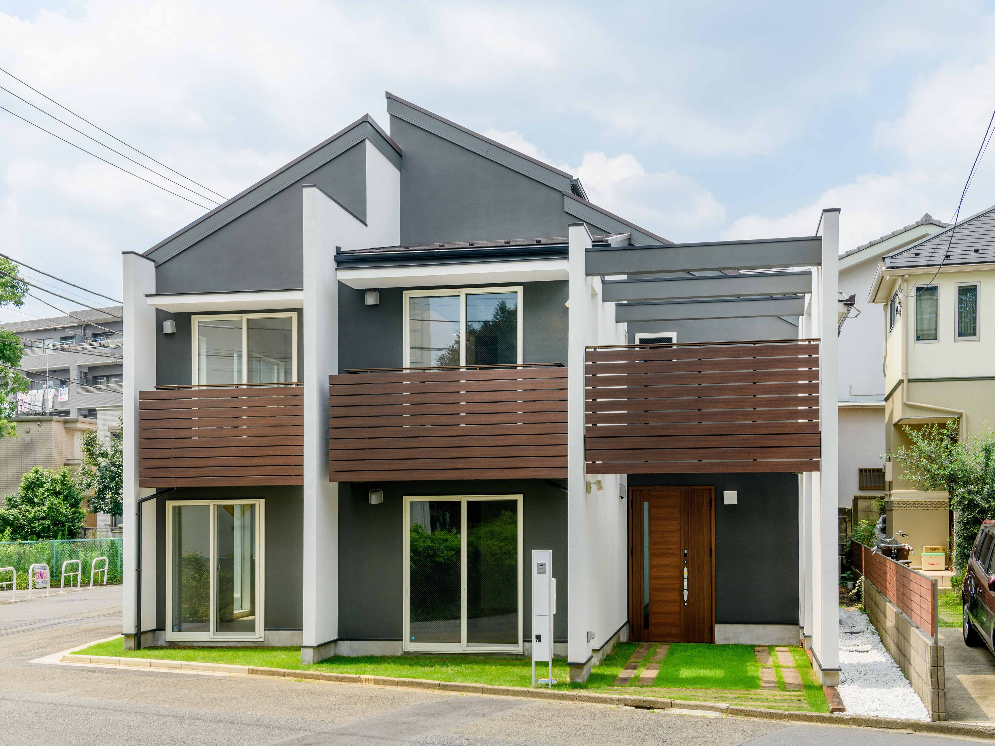New-built detached house with coveted location